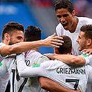 Jogadores da França celebram depois de fazer 2 a 0