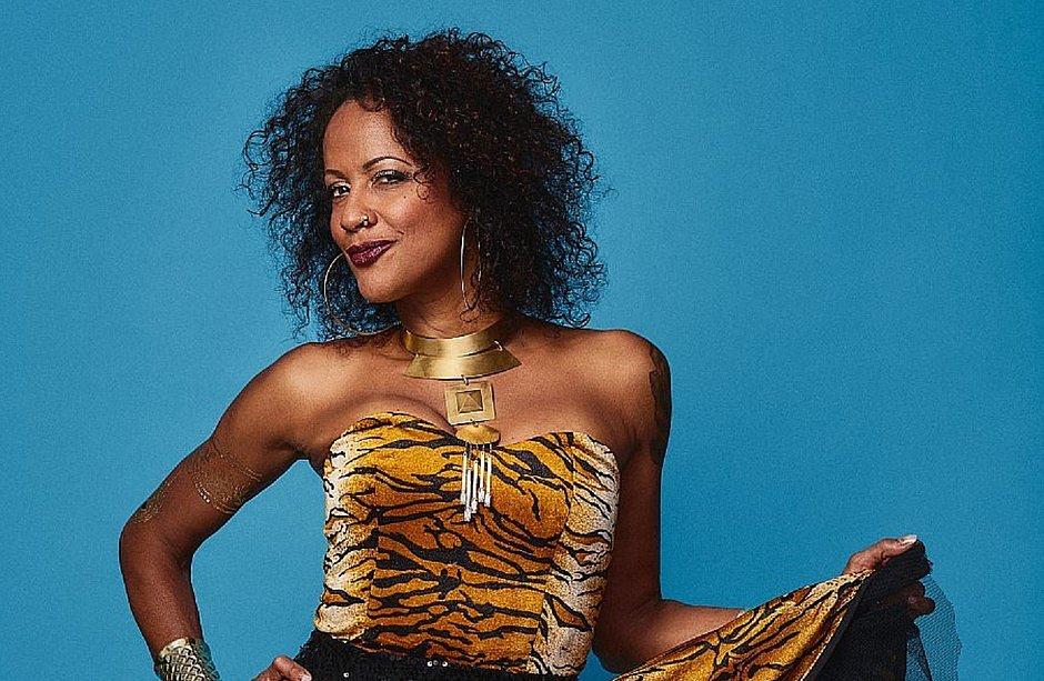 Por onde anda Simone Moreno, a cantora que fez a Bahia tremer antes dos terremotos?