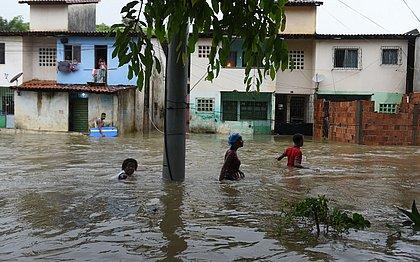 No total, 934 pessoas precisaram deixar as próprias casas por causa do mau tempo