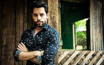 Amaro (Pedro Carvalho) fica cego após explosão de mina, na novela O Outro Lado do Paraíso