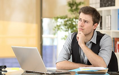 O candidato deve ficar atento ao tamanho do currículo e tomar cuidado para não colocar informações desnecessárias