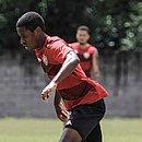 Ruan Nascimento,do time sub-20 do Vitória, participou dos treinos nesta terça-feira (8)