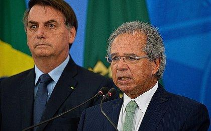 Bolsonaro devolve a Guedes poder para definir ações do orçamento