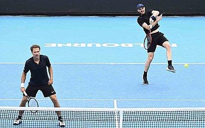 Jamie Murray (direita) e Bruno Soares (esquerda) avançaram na Austrália