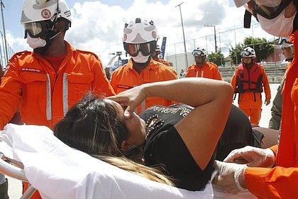 Grávida é transferida de helicóptero em cidade onde barragem rompeu na BA; vídeo