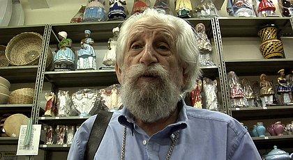 Nelson Leirner em cena do documentário Assim é se Lhe Parece