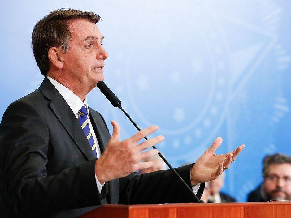 Bolsonaro diz que Greenpeace é 'lixo' e 'não vale nada'