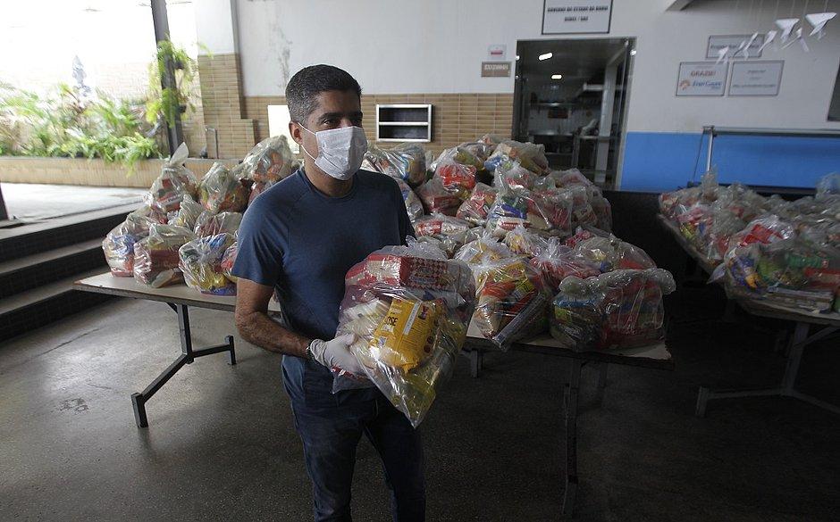 Projeto Axé irá distribuir 300 cestas básicas doadas pela prefeitura