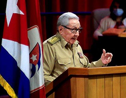Raúl Castro anuncia que vai deixar comando do Partido Comunista de Cuba