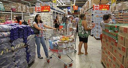 Confira os horários de funcionamento dos supermercados neste Natal