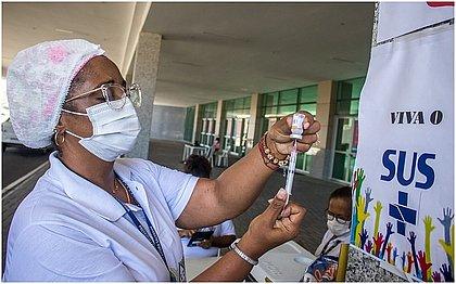 Salvador vacina pessoas com Anemia Falciforme e trabalhadores de farmácias