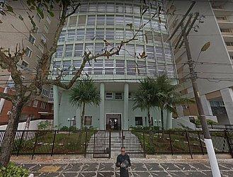 Criança morreu após cair de quinto andar de prédio em Guarujá, SP
