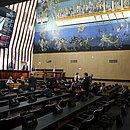 Professores não puderam ocupar as galerias do plenário na Alba