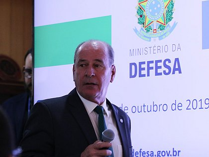 Ministro Fernando Azevedo e Silva, da Defesa, anuncia saída do cargo