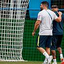 Neymar deixou treino mancando, mas situação não preocupa, segundo a CBF
