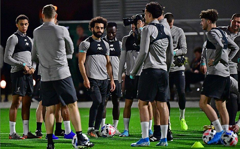 Sem Van Dijk, Liverpool faz primeiro treino em Doha para Mundial