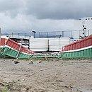 Muro do CT do Fluminense ficou destruído após invasão da torcida