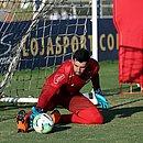 Recuperado de lesão na coxa, Mateus Claus pode ganhar vaga de Anderson contra o Atlético-MG
