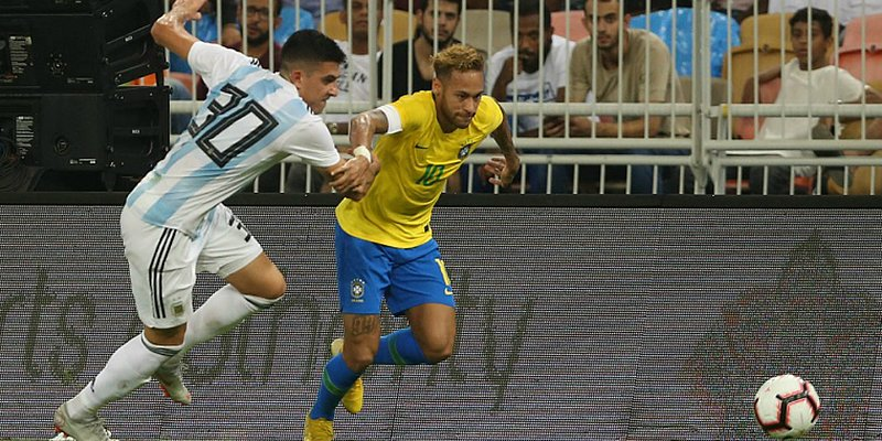 Miranda marca aos 47 do segundo tempo e Brasil vence a Argentina