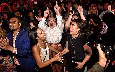 Eleitores do Partido Social Democrata em Estocolmo, comemoram sua eleição interna e maioria no parlamento.