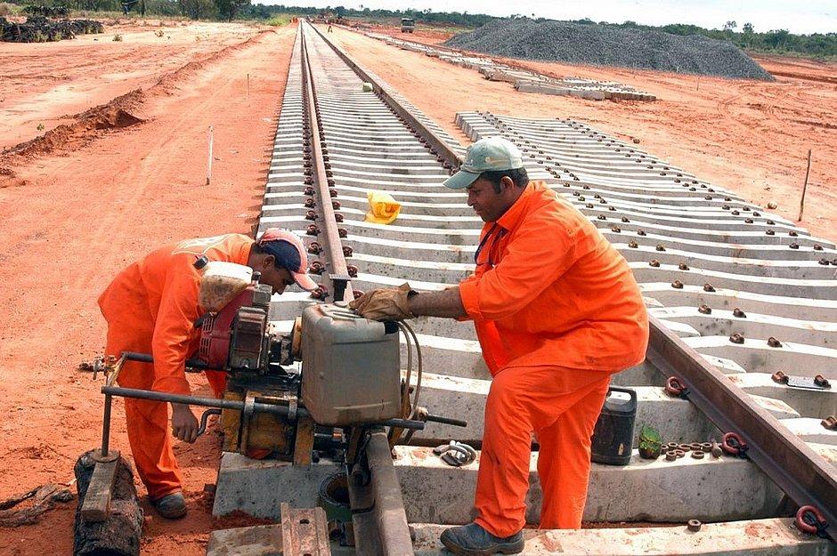 Projeto da Fiol está dividido em três fases. Mais de 70% do trecho previsto na primeira etapa já está concluído, aguardando licitação para a retomada das obras.
