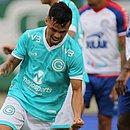 Michael comemora um dos gols do Goiás sobre o Bahia no Serra Dourada