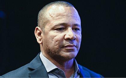Pai de Neymar nega que jogador tenha estuprado mulher
