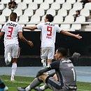 Pablo, camisa 9, comemora o gol do triunfo do São Paulo
