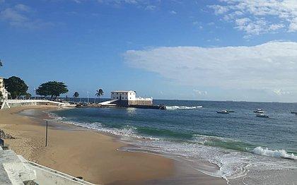 Porto da Barra: PM usa helicóptero e barco para achar adolescentes assaltantes