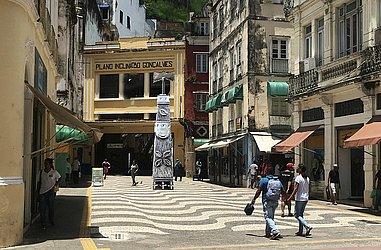Escultura em totem de Ayrson Heráclito é inspirada nas obras de Mestre Didi