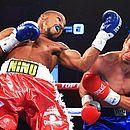 Robson acerta rosto de Rynn durante luta entre os pugilistas