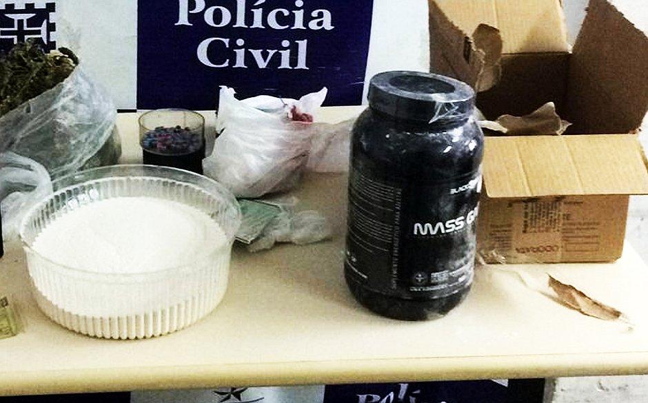Polícia descobre envio de drogas pelos Correios em potes de suplemento