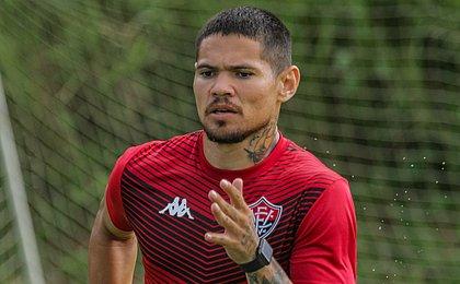 Sem acertar renovação, Léo Ceará pode deixar o Vitória