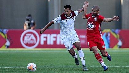 Henrique, do Fluminense, durante a partida contra o Unión La Calera