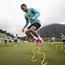 Gabriel Jesus durante o treino da seleção desta segunda-feira (21)