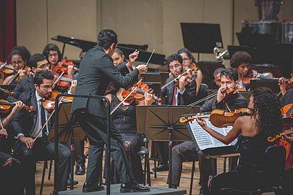 Orquestra conta com convidados especiais em meio às apresentações