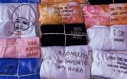 Maria Eduarda garante uma renda extra fazendo peças bordadas