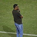 Roger observa atuação do Bahia durante primeiro jogo da decisão com o Atlético