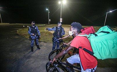 A Guarda Municipal abordou quem circulava pela área interditada pela prefeitura.