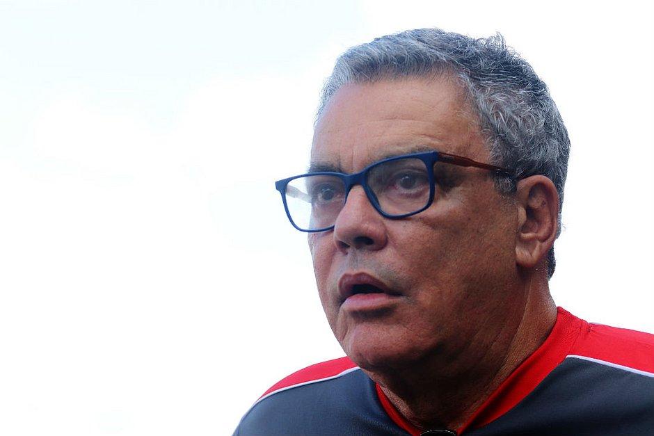 Paulo Carneiro, 68 anos, é eleito presidente do Vitória novamente