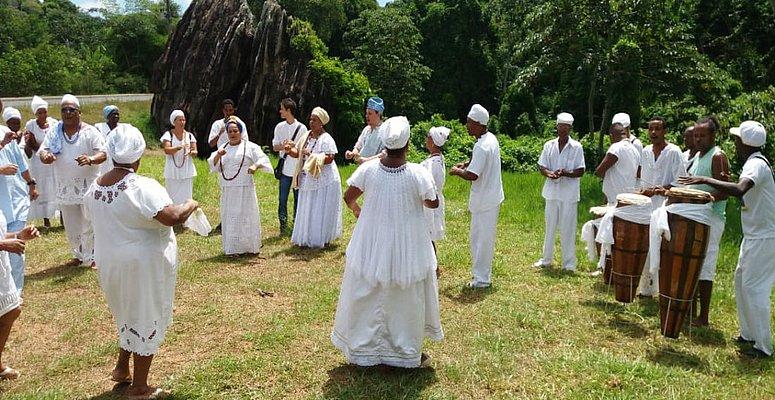 https://www.correio24horas.com.br/noticia/nid/povo-de-santo-se-une-e-realiza-atos-de-combate-a-intolerancia-religiosa/