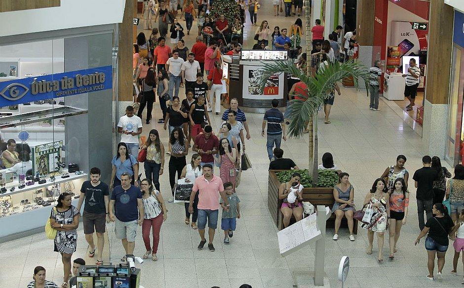 Justiça suspende trabalho em shopping aos domingos e feriados em Salvador