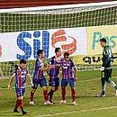 Bahia fez bom primeiro tempo, mas caiu na segunda etapa e sofreu pressão do Coritiba