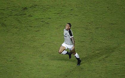 Jael comemora em Pituaçu após marcar para o Ceará contra o Bahia