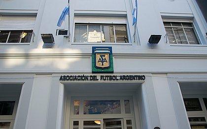 A AFA anunciou a suspensão de todos os jogos organizados pela entidade na Argentina até o dia 30 de maio