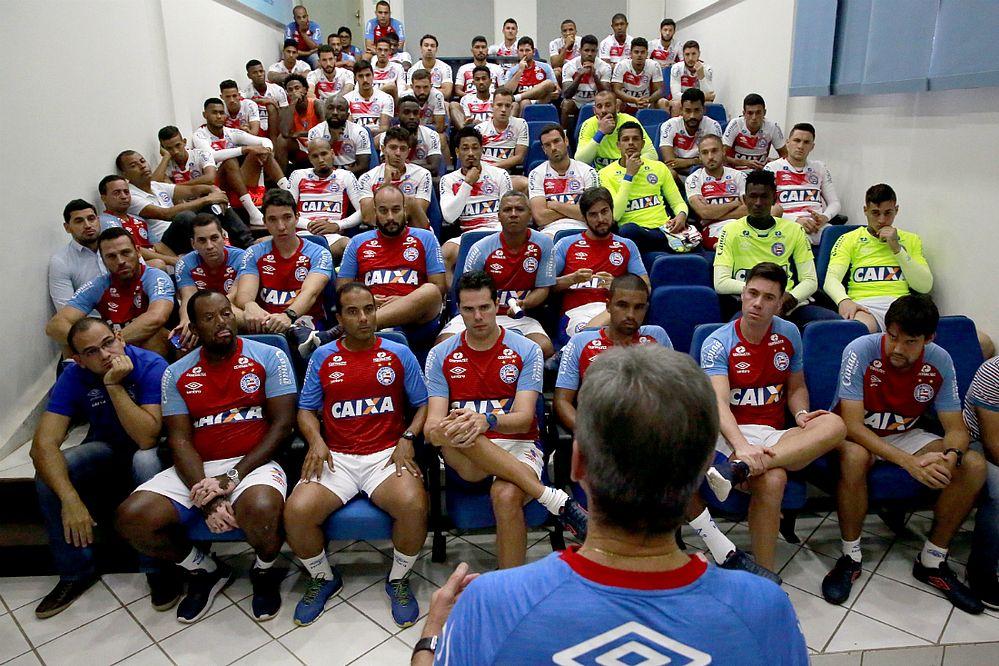 Carpegiani conversa com o elenco do Bahia no auditório do Fazendão (Foto: Felipe Oliveira / EC Bahia)