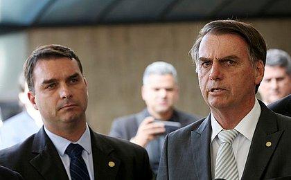 Flávio Bolsonaro recebeu R$ 96 mil em um mês, diz Jornal Nacional
