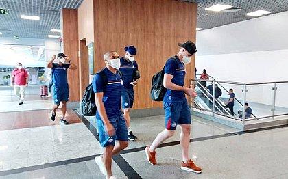 Apesar de estar suspenso, Nino Paraíba embarcou para Fortaleza