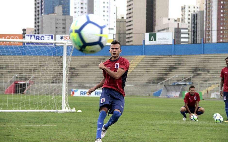 3f06fd9fc0 Lucas Fernandes pertence ao Fluminense e estava no Paraná (Paraná  Clube Divulgação)