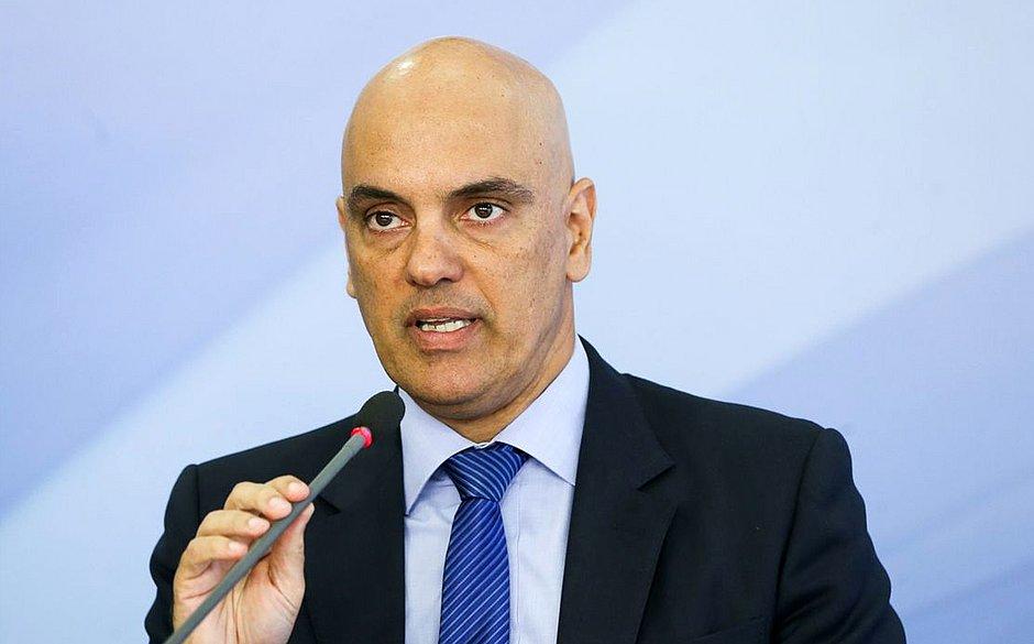 Alexandre de Moraes decreta bloqueio internacional de bolsonaristas no Twitter